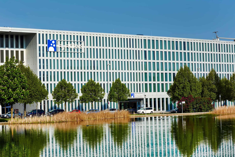 h-hotels_aussenansicht-tag-03-h2-hotel-muenchen-messe_L (max. 3000px) _c68798e5