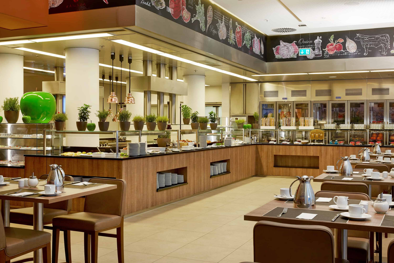 h-hotels_restaurant-fruehstueck-05-h4-hotel-muenchen-messe_L (max. 3000px) _496fd041