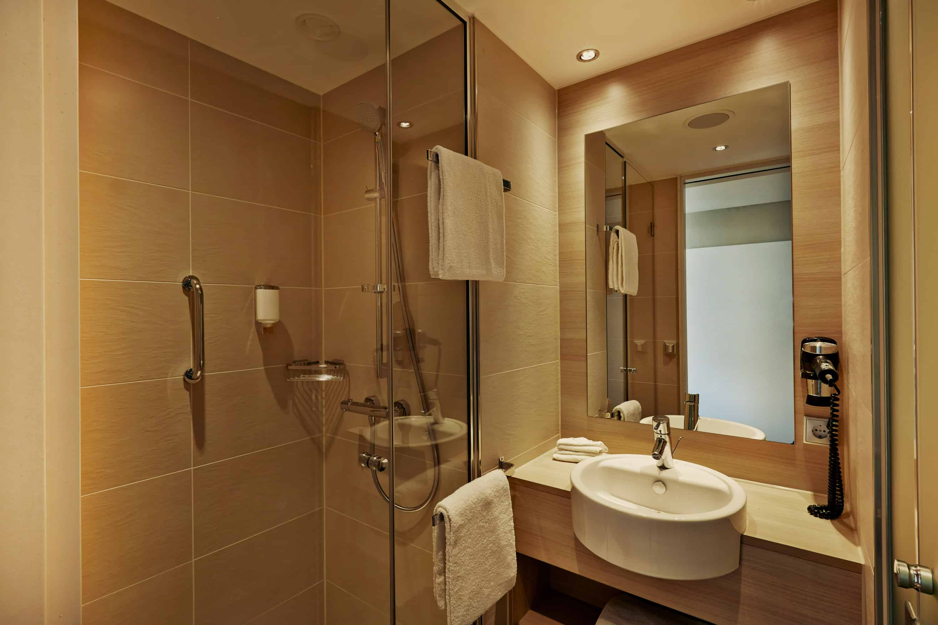h-hotels_zimmer_bad_02_h2_hotel_muenchen_messe_L (max. 3000px) _209a189e